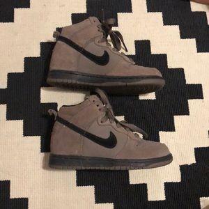 NIKE boys sz 11 high top sneakers